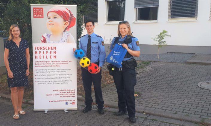 Polizei-Sachspendenuebergabe