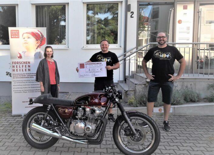 Spendenübergabe_Motorrad Hofmann_quer